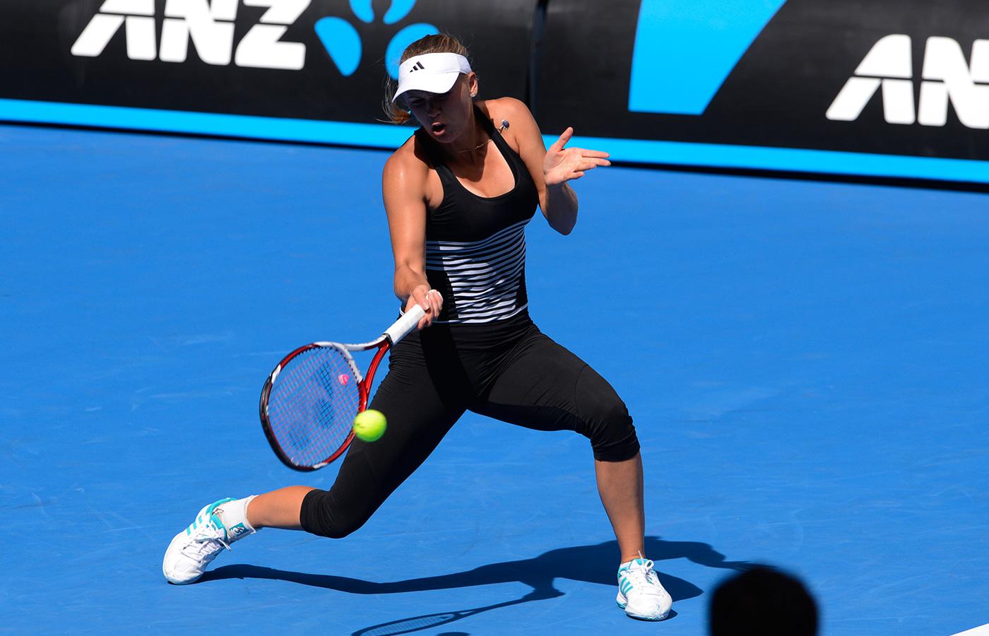 Joueuse tennis appuis en ligne